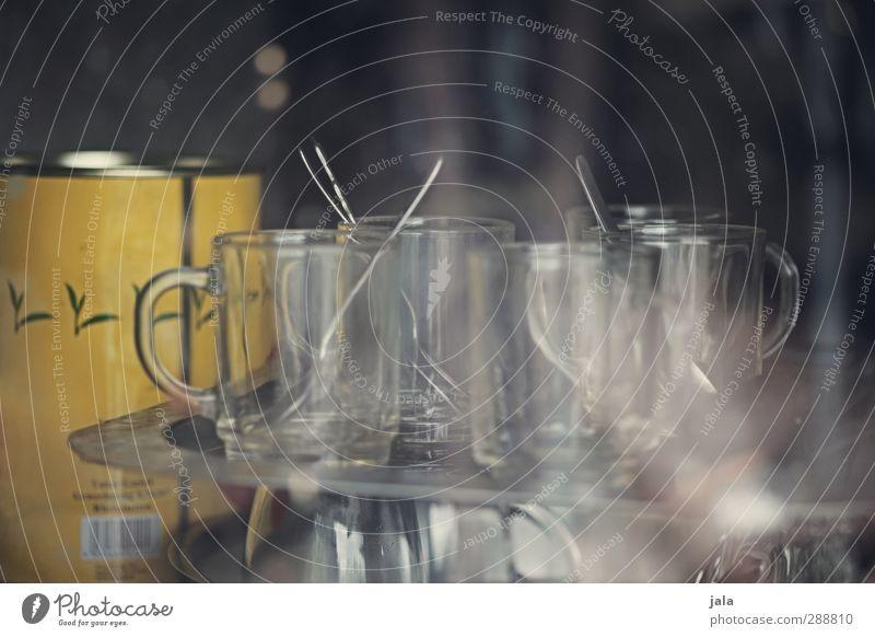 class cups Tasse Becher Glas Löffel Dose ästhetisch Farbfoto Innenaufnahme Menschenleer Textfreiraum oben Tag Schwache Tiefenschärfe
