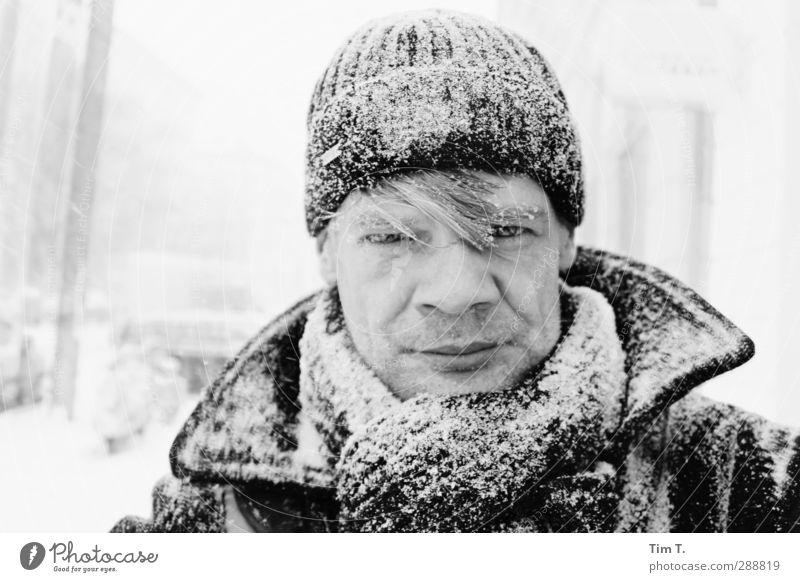 """Ick Mensch maskulin Kopf 1 30-45 Jahre Erwachsene Winter Schnee Schneefall Warmherzigkeit """"Tim,"""" Mütze Schal Farbfoto Außenaufnahme Tag Porträt"""