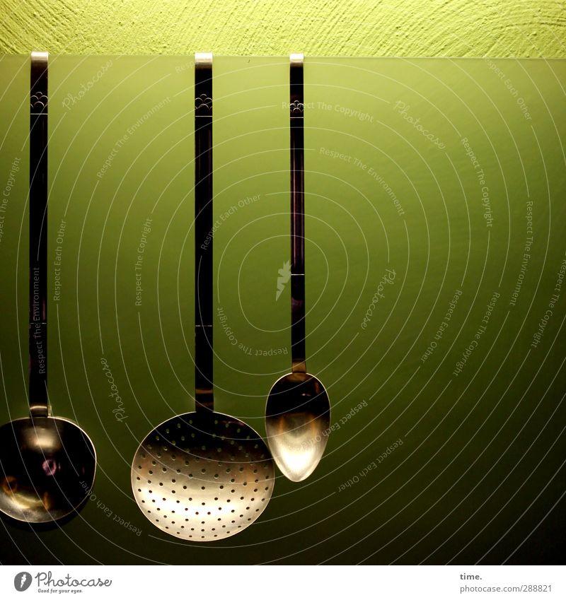 Kitchen Story Häusliches Leben Innenarchitektur Küche Manuelles Küchengerät Schöpfkelle Löffel Schöpflöffel Mauer Wand Glas Metall hängen ästhetisch schön grün