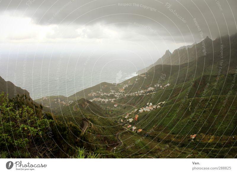 Schlechtwetterfront Ferien & Urlaub & Reisen Natur Landschaft Himmel Wolken Horizont schlechtes Wetter Gras Sträucher Hügel Berge u. Gebirge Küste Meer Atlantik