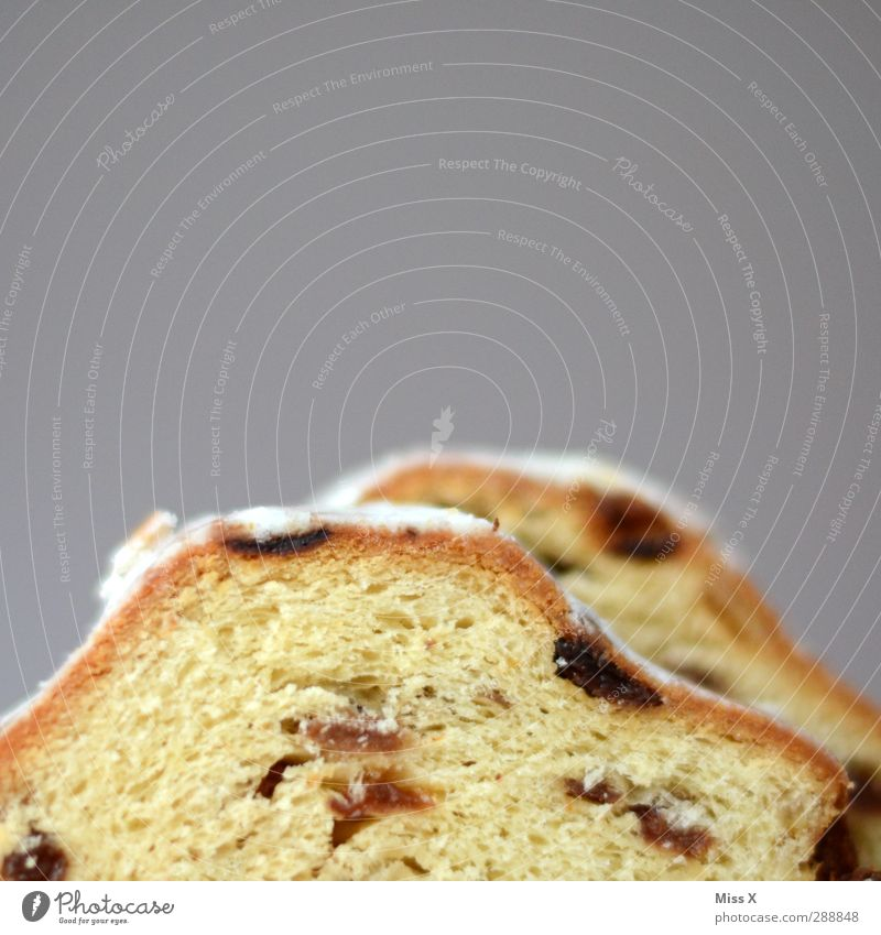 Mount Stollen Lebensmittel Teigwaren Backwaren Kuchen Ernährung lecker süß Christstollen Puderzucker Rosinen Weihnachtsgebäck Farbfoto Nahaufnahme Menschenleer