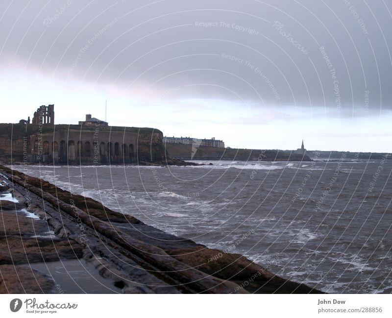 Do u want to go to the seaside? Ausflug Abenteuer Meer Wellen Küste nass Nordengland England Newcastle Tynemouth Befestigung Ruine Wind Ferien & Urlaub & Reisen