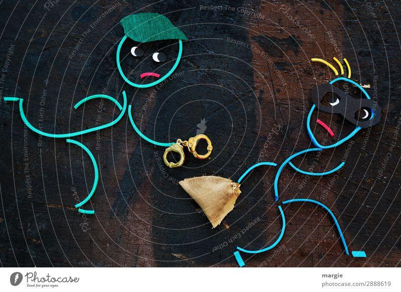 Gummiwürmer: kein Entkommen! Ein Polizist jagt einen Dieb mit Handschellen. Der Dieb trägt eine Maske und trägt eine Tasche mit Diebesgut Beruf Mensch maskulin