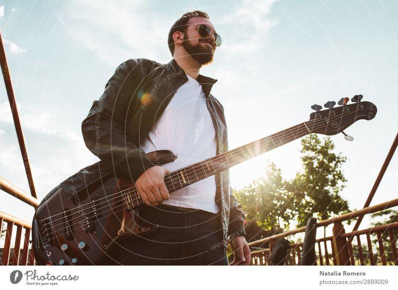 Mensch Natur Mann schwarz Erwachsene Spielen Felsen Musik Konzert Gitarre Band Entertainment Musiker Klang selbstgemacht elektrisch