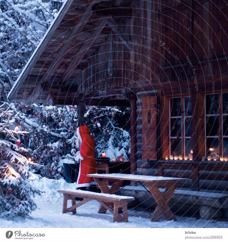 Zuhause beim Weihnachtsmann Mensch maskulin 1 Hütte Weihnachten & Advent 6. Dezember braun rot weiß St. Niklas Kerze Licht Wald Weihnachtsbaum Farbfoto
