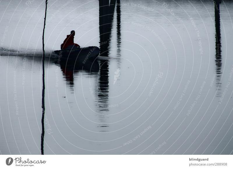 The Boat That I Row Mensch Natur Ferien & Urlaub & Reisen Wasser schwarz Erwachsene Holz grau Küste Schwimmen & Baden maskulin Wellen nass Ausflug Abenteuer