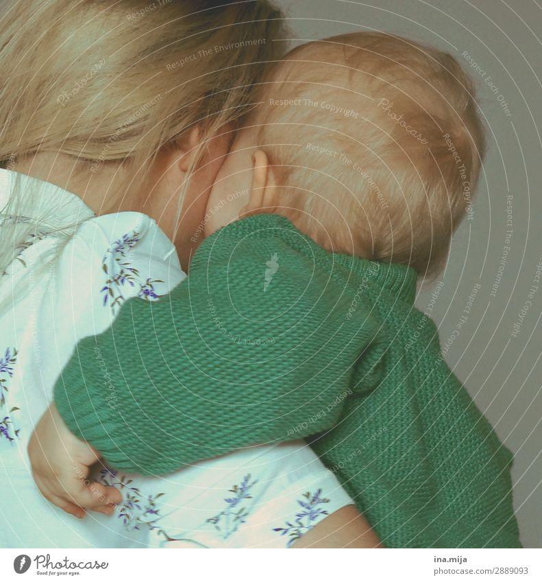 Liebe. Kind Mensch Jugendliche grün 18-30 Jahre Erwachsene Leben Familie & Verwandtschaft Glück Zusammensein Stimmung Kommunizieren Kindheit Lebensfreude Mutter
