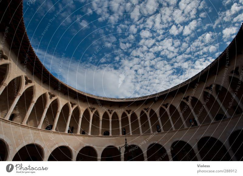 the round... Hauptstadt Hafenstadt Burg oder Schloss Bauwerk Balkon Sehenswürdigkeit Denkmal Castell de Bellver entdecken oben rund Torbogen Himmel (Jenseits)