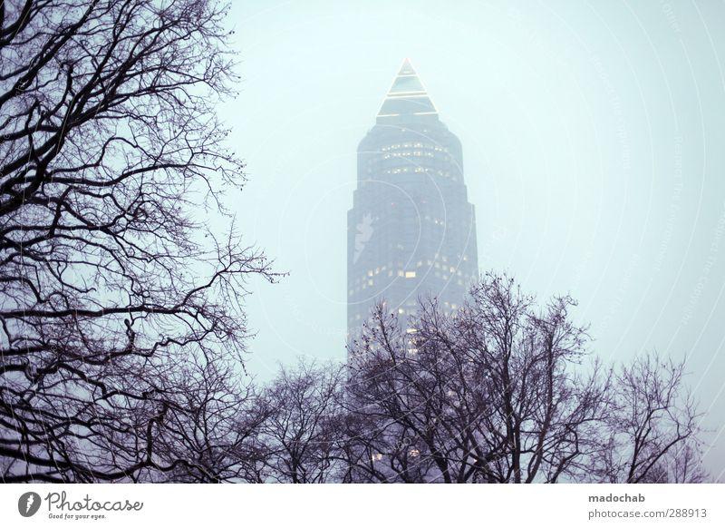 Wildwuchs Wirtschaft Business Wolkenloser Himmel Klima Klimawandel schlechtes Wetter Nebel Baum Frankfurt am Main Stadt Hochhaus Messeturm Perspektive Reichtum