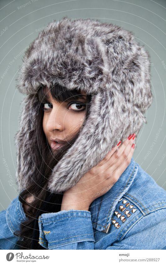 frosty Mensch Jugendliche schön Winter Junge Frau kalt feminin Mode Fell Mütze rebellisch Russisch