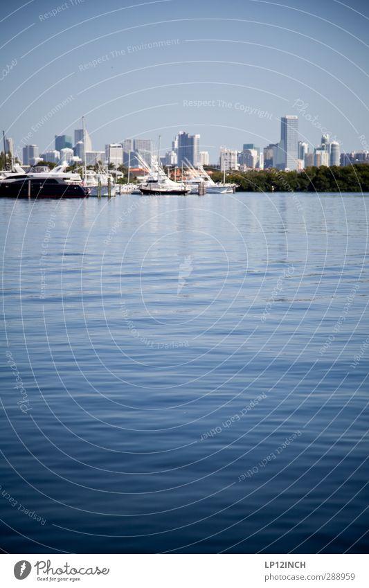 Crockett & Tubbs. XXXXIV Ferien & Urlaub & Reisen Tourismus Ausflug Sommer Sommerurlaub Umwelt Wasser Schönes Wetter Küste Miami Florida USA Skyline Hochhaus