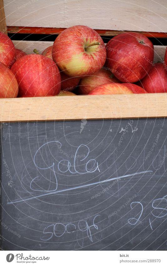 verflixt und zugenäht - sind das Preise !! rot Gesundheit Frucht Lebensmittel Schilder & Markierungen frisch Schriftzeichen Ernährung kaufen Ziffern & Zahlen Zeichen Apfel lecker Tafel Reichtum Kasten