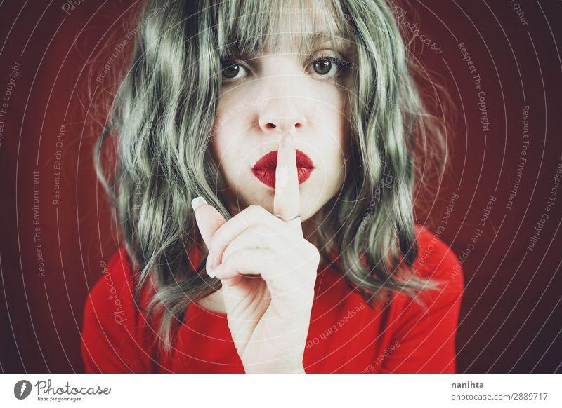 Elegante junge Frau mit stiller Geste Lifestyle elegant Stil schön Haare & Frisuren Haut Gesicht Schminke ruhig Mensch feminin Erwachsene Jugendliche Mund