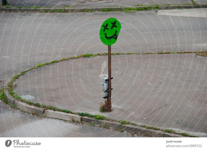 Rausch auf dem Weg Subkultur Straße Verkehrsschild Graffiti außergewöhnlich trashig Genusssucht Hemmungslosigkeit Alkoholsucht Kreativität skurril Sucht