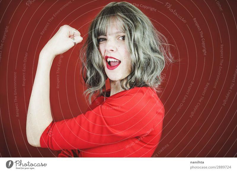 Junge ausdrucksstarke Frau in einem klassischen feministischen Bild Lifestyle Stil schön Haare & Frisuren Gesicht Lippenstift Wellness Leben Wohlgefühl Erfolg
