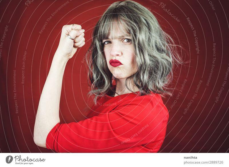 Junge ausdrucksstarke Frau in einem klassischen feministischen Bild Stil Haare & Frisuren Gesicht Lippenstift Erfolg Mensch feminin Erwachsene Jugendliche Arme