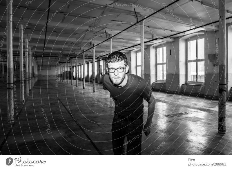 verflixt & zugenäht | titel zu lang Mensch maskulin Mann Erwachsene Körper Gesicht 1 30-45 Jahre Haus Industrieanlage Fabrik Bauwerk Gebäude Mauer Wand Fenster