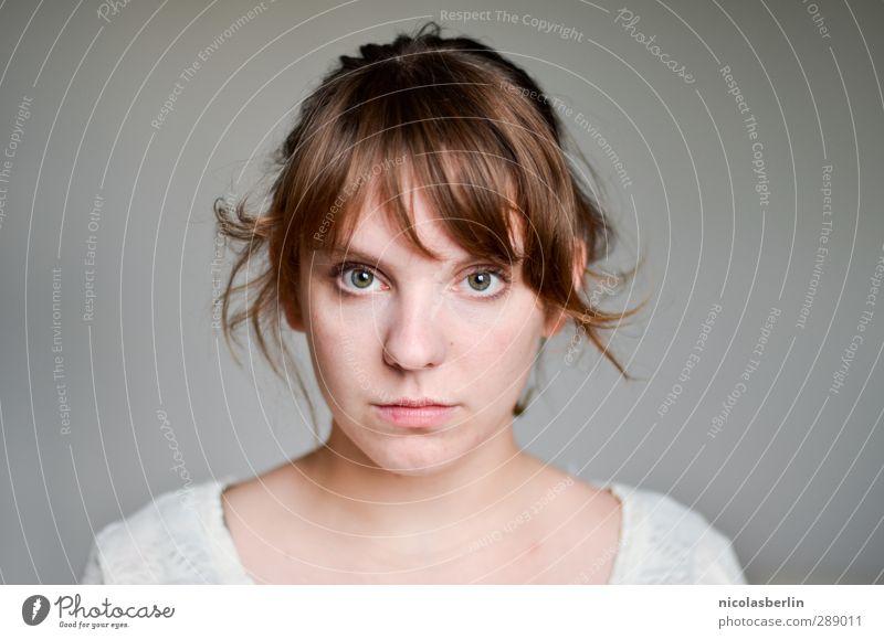 MP47 - Wärst du eine Melodie wär' ich ein stumpfer Beat Mensch Jugendliche schön Mädchen ruhig Gesicht Erwachsene Junge Frau feminin Haare & Frisuren Traurigkeit Denken 18-30 Jahre hell träumen natürlich