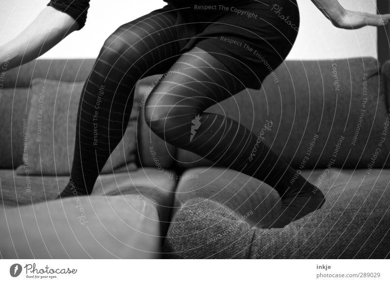 Sofasurfer Mensch Frau Freude Erwachsene Leben Gefühle Spielen Feste & Feiern Stil Party Stimmung Körper Tanzen Wohnung wild Freizeit & Hobby