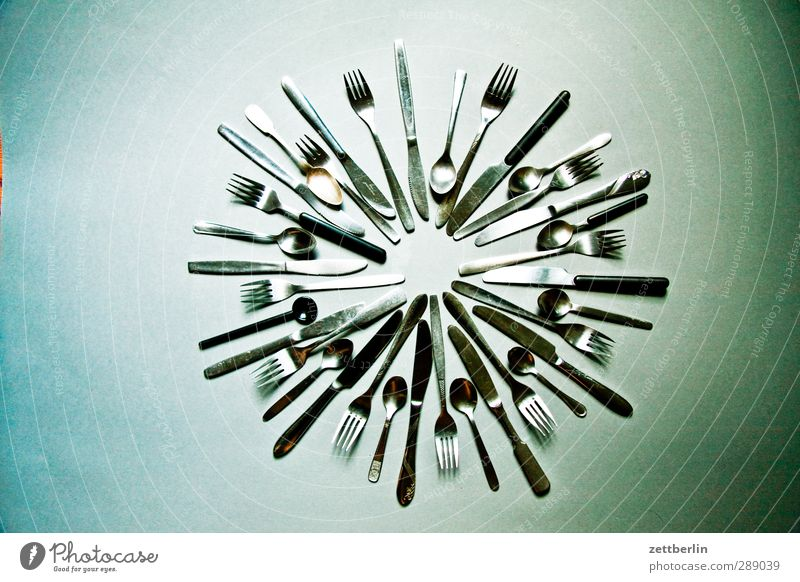Besteck Ernährung Messer Gabel Löffel füttern Berlin rund Kreis ringsherum Stern (Symbol) Metallwaren Haushalt Küche Gerät Haushaltsware Farbfoto