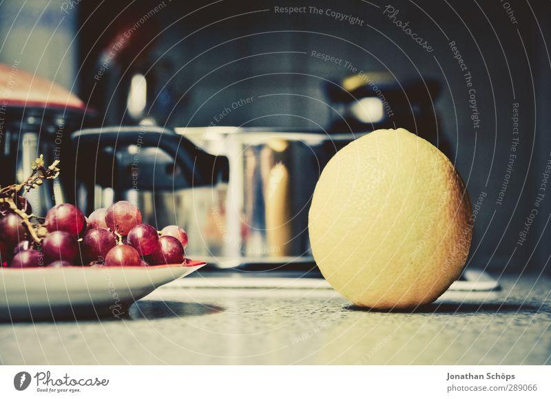 Küchenszene Lebensmittel Frucht Ernährung Abendessen Bioprodukte Vegetarische Ernährung lecker Weintrauben Teller violett rot Foodfotografie Dessert Vitamin
