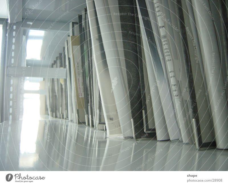 buero_02 weiß Fenster Business hell Ordnung Papier Studium Telekommunikation Geldinstitut Bildung Dienstleistungsgewerbe Unternehmen Wirtschaft Sammlung