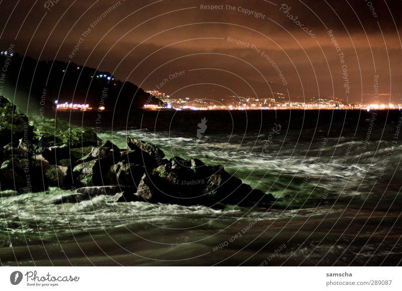 dunkle Tiefen II Natur Ferien & Urlaub & Reisen Wasser Meer Wolken Landschaft Ferne Umwelt dunkel kalt Küste Horizont Wellen wild nass bedrohlich