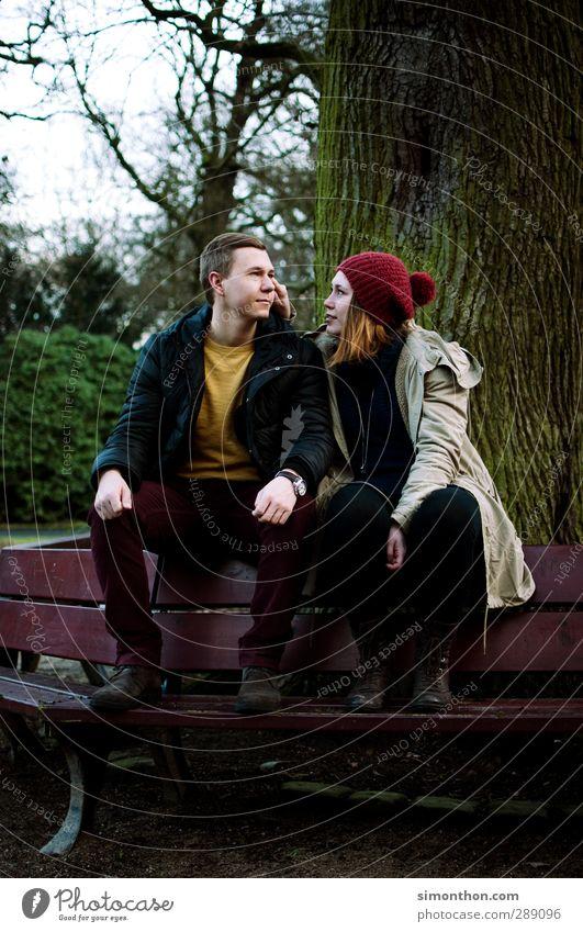 Park Studium Geschwister Freundschaft Paar Partner Jugendliche Leben 2 Mensch 18-30 Jahre Erwachsene Glück Lebensfreude Frühlingsgefühle Leidenschaft Vertrauen