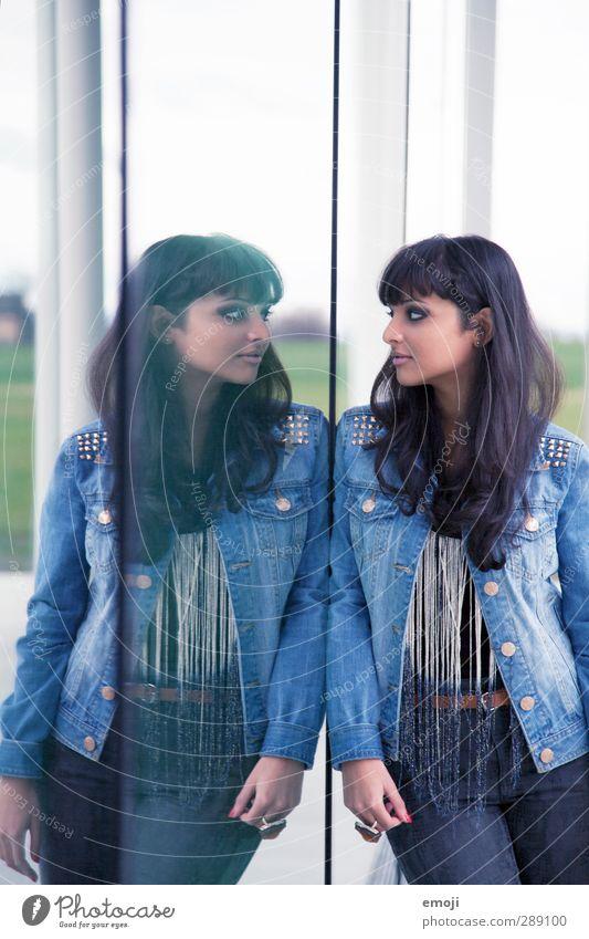 double feminin Junge Frau Jugendliche 1 Mensch 18-30 Jahre Erwachsene Mode schwarzhaarig langhaarig trendy schön Spiegel Spiegelbild Glas Glasscheibe paarweise