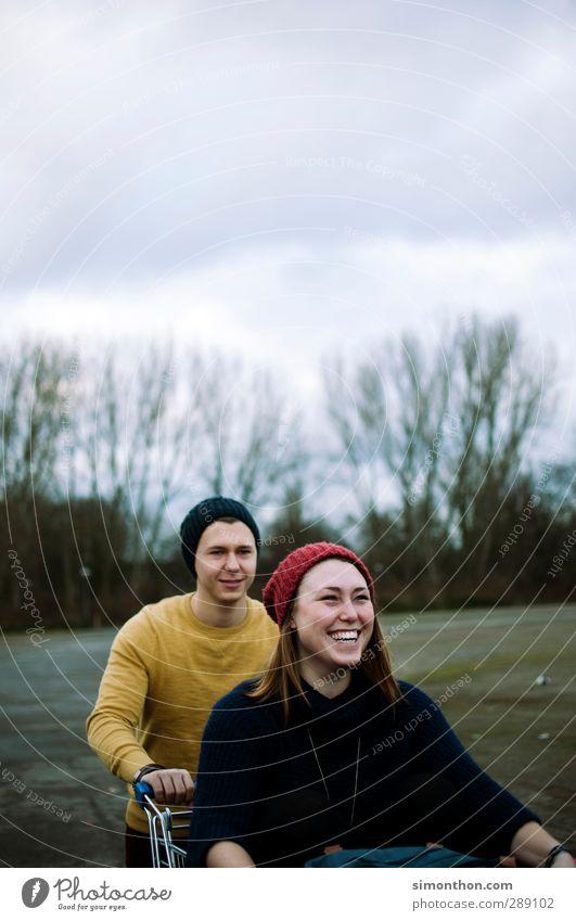 Spaß Mensch Jugendliche Freude Winter Erwachsene Liebe Leben feminin lachen Glück 18-30 Jahre Paar Familie & Verwandtschaft Freundschaft Zusammensein maskulin