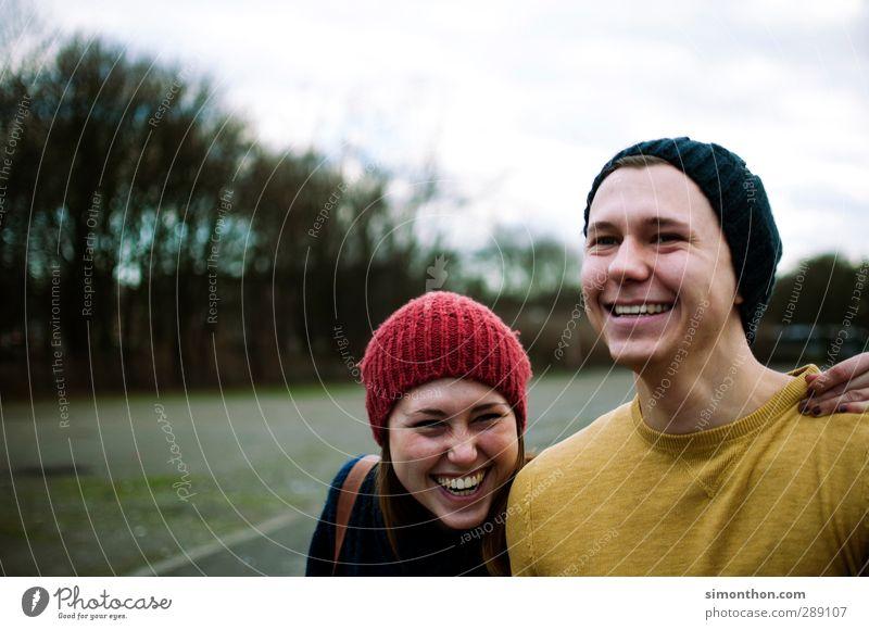 lachen Junge Frau Jugendliche Junger Mann Geschwister Familie & Verwandtschaft Freundschaft Paar Partner Leben 2 Mensch 18-30 Jahre Erwachsene Mütze Gefühle