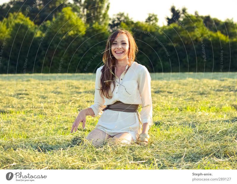 Touch a new day. feminin Junge Frau Jugendliche 1 Mensch 13-18 Jahre Kind Sommer Schönes Wetter Baum Gras Wiese Kleid Gürtel brünett langhaarig genießen lachen