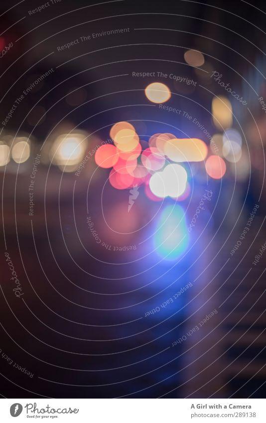 at night in the city New York City Stadt Verkehr Autofahren Straße Fahrzeug PKW einzigartig mehrfarbig Licht Gedeckte Farben Außenaufnahme Experiment