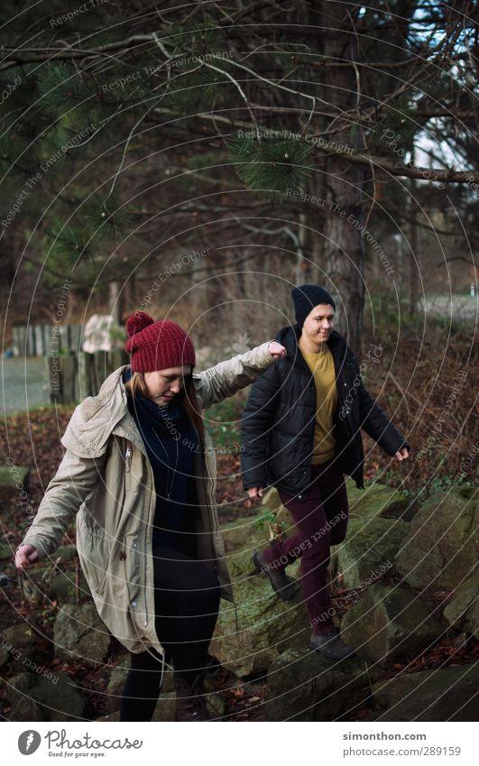 Ausflug Mensch Natur Jugendliche Ferien & Urlaub & Reisen Winter Landschaft Wald Erwachsene Junge Frau Liebe Herbst Leben Junger Mann Stein 18-30 Jahre Paar