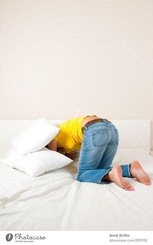Blau/gelb II Mensch feminin Junge Frau Jugendliche Erwachsene Körper 1 18-30 Jahre 30-45 Jahre T-Shirt Jeanshose krabbeln lustig verrückt blau Freude