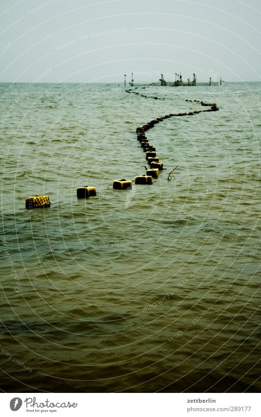 Reuse Arbeit & Erwerbstätigkeit Wirtschaft Umwelt Natur Wasser Himmel Horizont Herbst Klima Klimawandel Wetter schlechtes Wetter Wellen Ostsee Meer dunkel