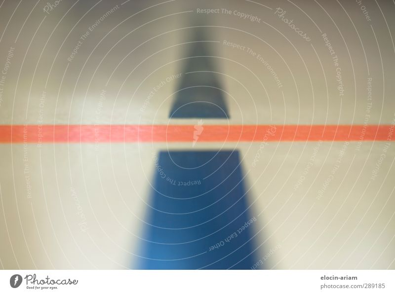 Kreuzung blau Linie orange ästhetisch Kontakt berühren kreuzen Sporthalle