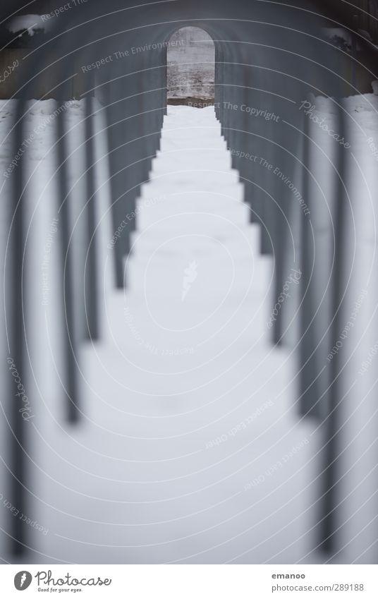 Durchblick kalt Wand Schnee Wege & Pfade grau Metall Linie Fahrrad Ordnung Design Perspektive ästhetisch Streifen rund Zeichen Ziel