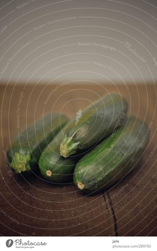 zucchini grün Gesundheit braun Lebensmittel frisch ästhetisch Gemüse lecker Bioprodukte Vegetarische Ernährung Holztisch Zucchini