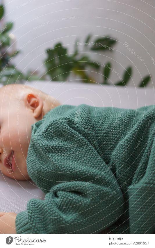 _ Mensch Homosexualität Kleinkind Mädchen Geschwister Familie & Verwandtschaft Freundschaft Kindheit 1-3 Jahre 3-8 Jahre Mode Pullover Strickpullover grün