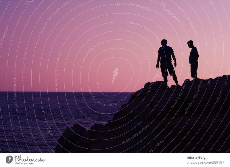 Auswegslos Mensch Mann Jugendliche blau Ferien & Urlaub & Reisen Meer schwarz Erwachsene dunkel Berge u. Gebirge Leben Junger Mann 18-30 Jahre rosa Körper