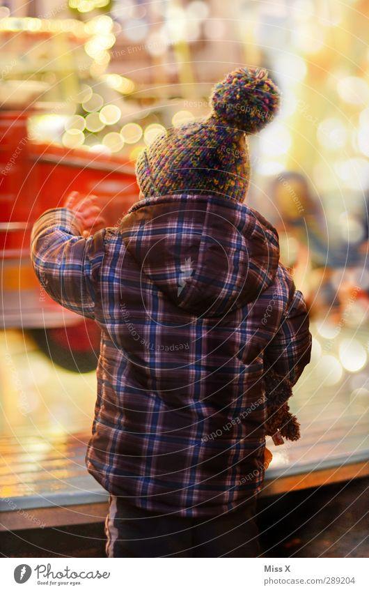 -ty- Mensch Kind Weihnachten & Advent Freude klein Feste & Feiern Stimmung Kindheit Fröhlichkeit leuchten niedlich Kleinkind Mütze Jahrmarkt winken Karussell
