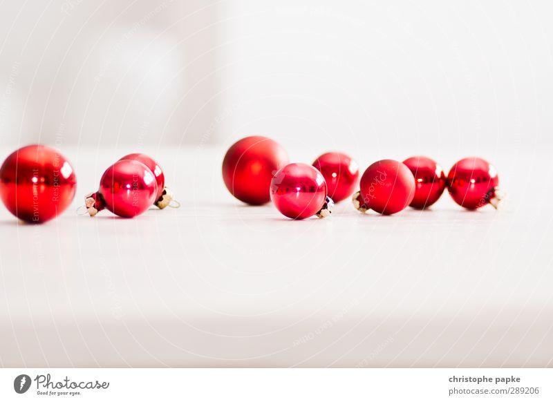 rumkugeln Weihnachten & Advent Kitsch Krimskrams Glas rot Christbaumkugel Weihnachtsdekoration Farbfoto Innenaufnahme Nahaufnahme Detailaufnahme Menschenleer