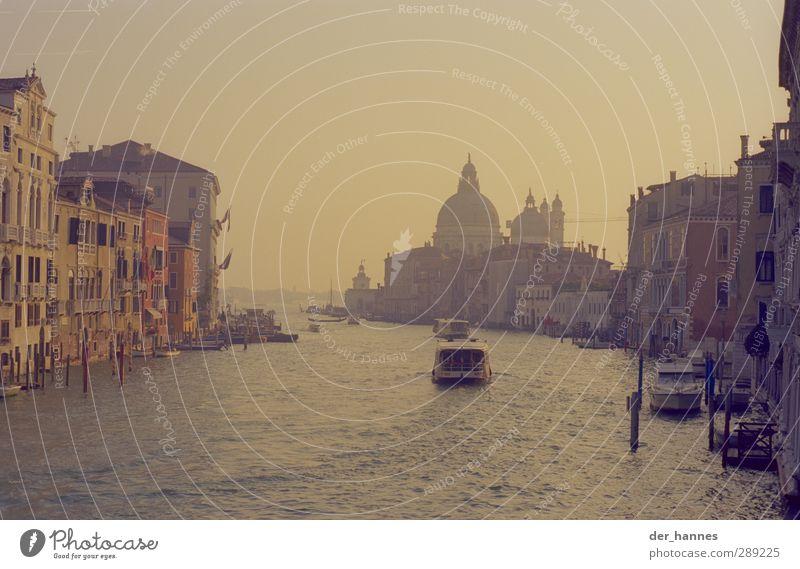 v e n e d i g Tourismus Städtereise Sonne Haus Traumhaus Kultur Wasser Klimawandel Fluss Canal Grande Venedig Italien Hafenstadt Stadtzentrum Kirche Dom Fassade