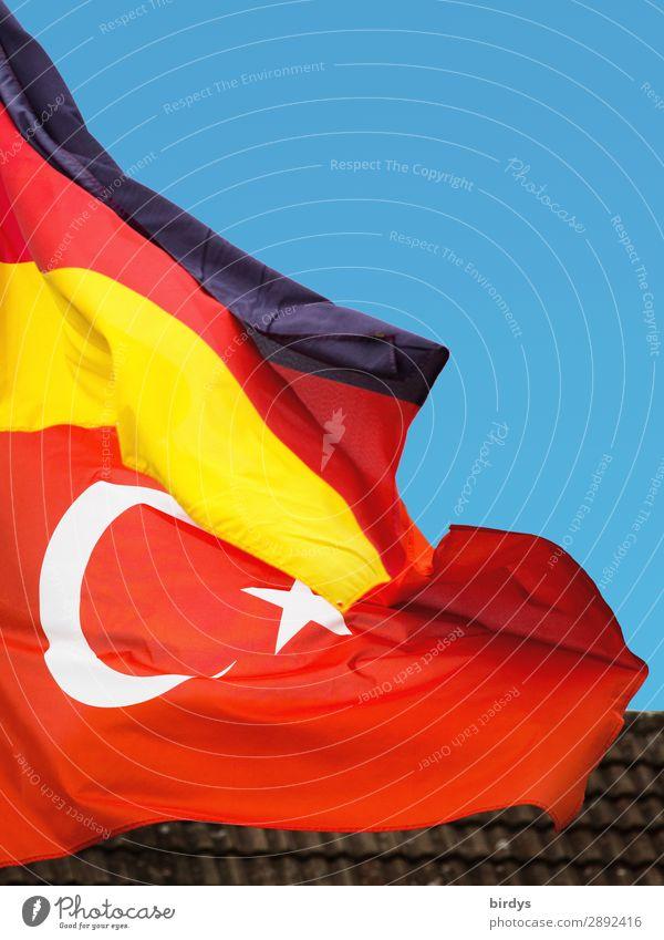 bilaterale Beziehung, Deutschland - Türkei Zusammensein Kommunizieren Erfolg authentisch Wind Deutsche Flagge Zeichen Schutz Sicherheit Macht Zusammenhalt Fahne