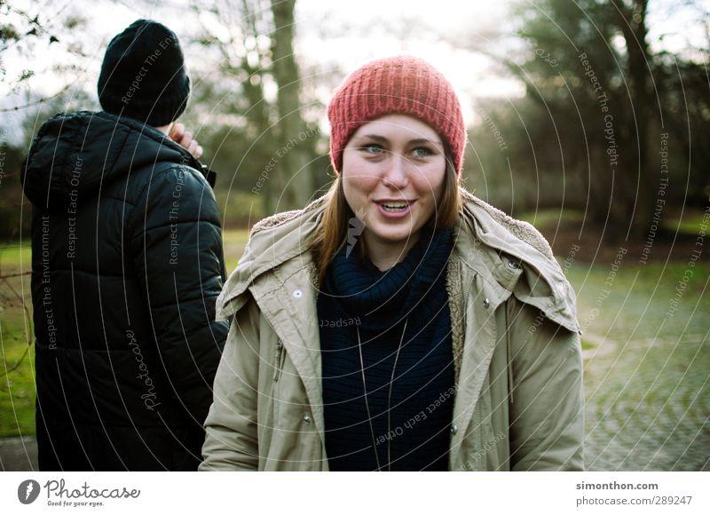 herbstlich Mensch Natur Jugendliche Freude Junge Frau Winter Erwachsene 18-30 Jahre Liebe Leben feminin Herbst Glück Paar Garten Freundschaft