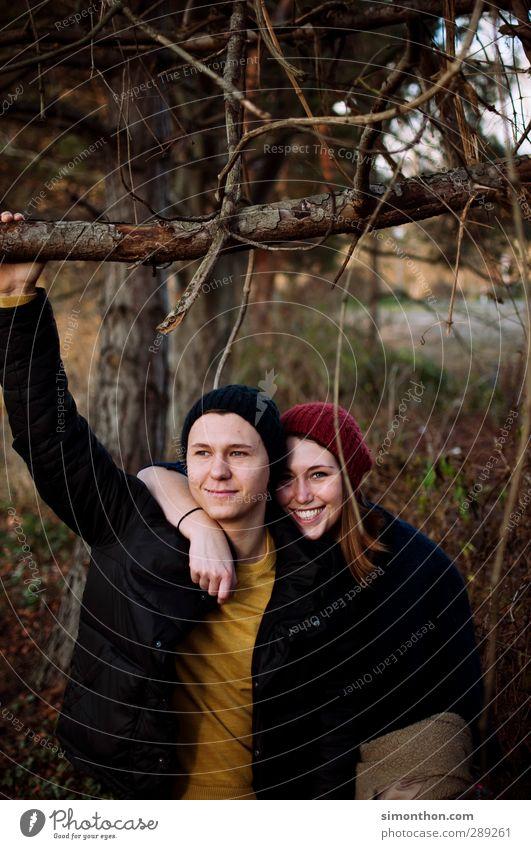 Glück Mensch Natur Jugendliche Freude Erwachsene Junge Frau Liebe Leben Junger Mann 18-30 Jahre Paar Freundschaft Zusammensein Park Zufriedenheit