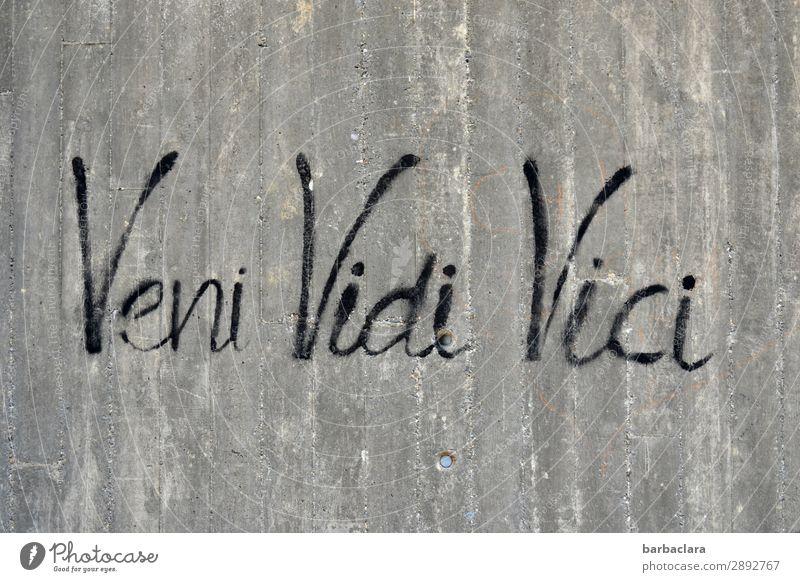 Veni, vidi, vici | Gedankenspiele Kunstwerk Mauer Wand Fassade Beton Zeichen Schriftzeichen Graffiti Denken schreiben grau schwarz Gefühle Kreativität Kultur