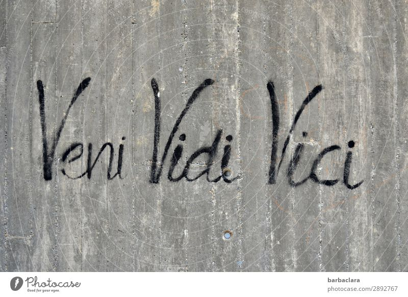 Veni, vidi, vici | Gedankenspiele Stadt schwarz Graffiti Wand Gefühle Mauer Denken Fassade grau Schriftzeichen Kreativität Beton Zeichen schreiben Wunsch