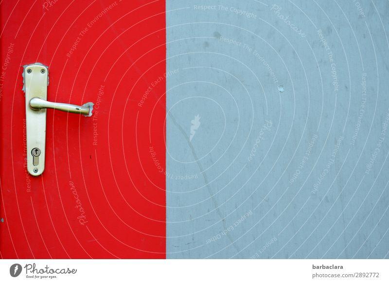 Isolation | hinter verschlossener Tür blau Stadt Farbe rot Gefühle grau Metall kaputt bedrohlich Schutz Bauwerk fest Fabrik Griff